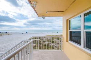 #222 At Surf Song Resort, Apartments  St Pete Beach - big - 13