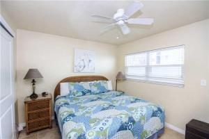 #222 At Surf Song Resort, Apartments  St Pete Beach - big - 12
