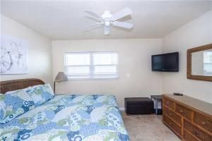 #222 At Surf Song Resort, Apartments  St Pete Beach - big - 8