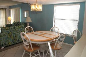 #212 Beach Place - Apartment - St Pete Beach