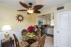 #228 At Surf Song Resort, Apartmány  St Pete Beach - big - 19