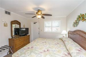 #228 At Surf Song Resort, Apartmány  St Pete Beach - big - 12