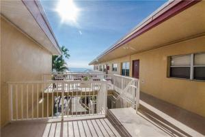 #228 At Surf Song Resort, Apartmány  St Pete Beach - big - 2