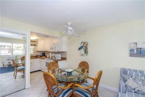 #120 At Surf Song Resort, Apartmány  St Pete Beach - big - 19