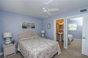 #120 At Surf Song Resort, Apartmány  St Pete Beach - big - 17