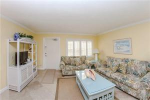 #224 At Surf Song Resort, Apartments  St Pete Beach - big - 16