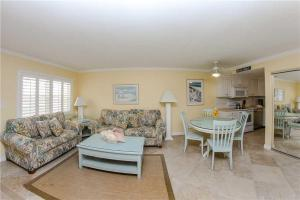 #224 At Surf Song Resort, Apartments  St Pete Beach - big - 17