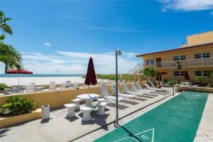 #224 At Surf Song Resort, Apartments  St Pete Beach - big - 10