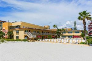 #224 At Surf Song Resort, Apartments  St Pete Beach - big - 9