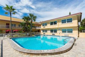 #224 At Surf Song Resort, Apartments  St Pete Beach - big - 7