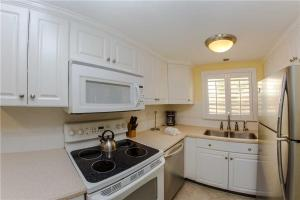 #224 At Surf Song Resort, Apartments  St Pete Beach - big - 21