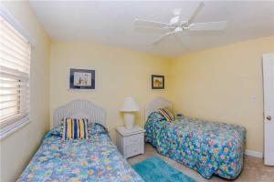 #224 At Surf Song Resort, Apartments  St Pete Beach - big - 4