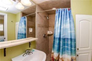 #224 At Surf Song Resort, Apartments  St Pete Beach - big - 23