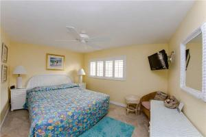 #224 At Surf Song Resort, Apartments  St Pete Beach - big - 24