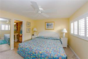 #224 At Surf Song Resort, Apartments  St Pete Beach - big - 2