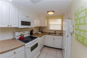 #225 At Surf Song Resort, Apartmány  St Pete Beach - big - 17