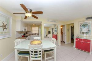 #225 At Surf Song Resort, Apartmány  St Pete Beach - big - 22