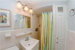 #225 At Surf Song Resort, Apartmány  St Pete Beach - big - 10