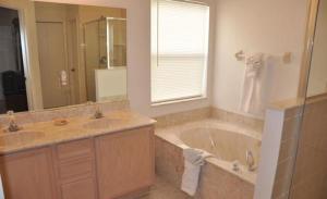 Bloomingdale House 926 Home, Dovolenkové domy  Davenport - big - 17