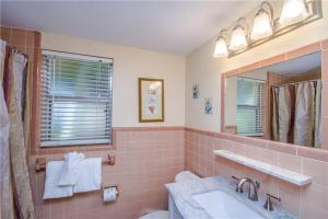 #119 At Surf Song Resort, Apartments  St Pete Beach - big - 8