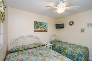 #119 At Surf Song Resort, Apartments  St Pete Beach - big - 9
