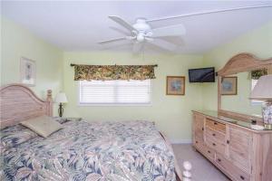 #119 At Surf Song Resort, Apartments  St Pete Beach - big - 4