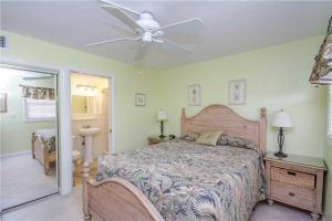 #119 At Surf Song Resort, Apartments  St Pete Beach - big - 17