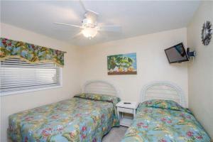 #119 At Surf Song Resort, Apartments  St Pete Beach - big - 15