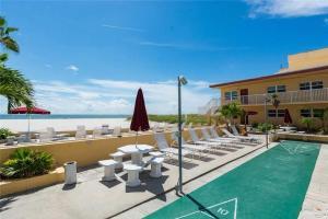 #119 At Surf Song Resort, Apartments  St Pete Beach - big - 12