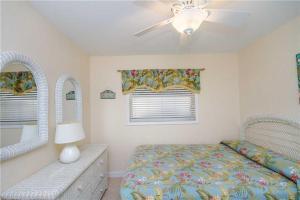 #119 At Surf Song Resort, Apartments  St Pete Beach - big - 11