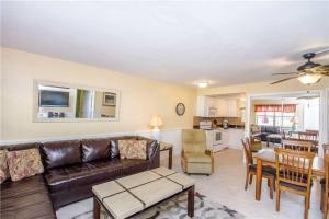 #119 At Surf Song Resort, Apartments  St Pete Beach - big - 10
