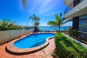 Broadwater Shores Waterfont Apartments