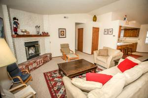 1621- Juniper Retreat, Ferienhäuser  Big Bear Lake - big - 18