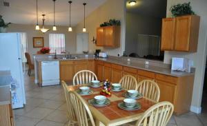 Shady Oak House 393 Home, Holiday homes  Davenport - big - 32