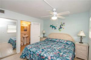 #121 At Surf Song Resort, Apartments  St Pete Beach - big - 11
