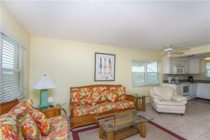 #121 At Surf Song Resort, Apartments  St Pete Beach - big - 10