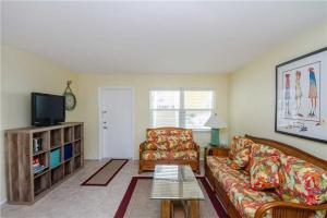 #121 At Surf Song Resort, Apartments  St Pete Beach - big - 5