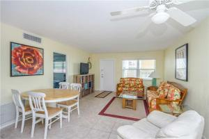 #121 At Surf Song Resort, Apartments  St Pete Beach - big - 24