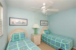 #121 At Surf Song Resort, Apartments  St Pete Beach - big - 23