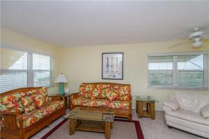 #121 At Surf Song Resort, Apartments  St Pete Beach - big - 22