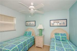 #121 At Surf Song Resort, Apartments  St Pete Beach - big - 15
