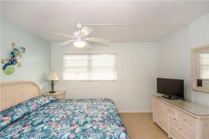 #121 At Surf Song Resort, Apartments  St Pete Beach - big - 13