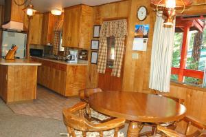 23 Arnett's Cabin, Holiday homes  Wawona - big - 16