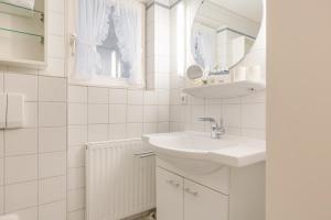 _Rosenkamp_ App_ 3 _ EG_re_, Apartmány  Wenningstedt - big - 22