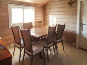 Two-Bedroom Holiday home Farsund with Sea View 01, Nyaralók  Farsund - big - 2