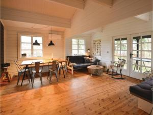 Four-Bedroom Holiday Home in Ebeltoft, Case vacanze  Ebeltoft - big - 13