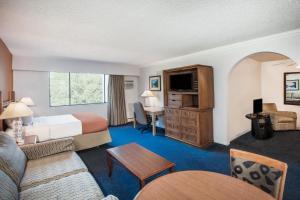 Howard Johnson Hotel - Victoria, Отели  Виктория - big - 53