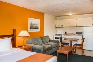 Howard Johnson Hotel - Victoria, Отели  Виктория - big - 33