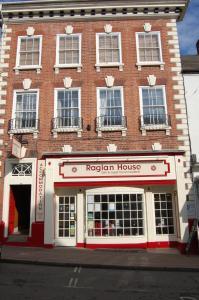 obrázek - Raglan House