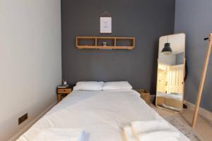 1 Bedroom Flat in Edinburgh's New Town Sleeps 2, Apartmanok  Edinburgh - big - 6